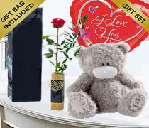 Single  Red Rose Kiss with a Me To You Tatty Teddy and a Fun Helium filled Heart Balloon Code: JGF7604754TRB