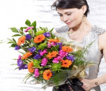 Dazzling Bright Extra Large Presentation Bouquet Code: P16003VS