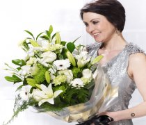 Extra Large White Simplicity Presentation Bouquet Code: P16023WS