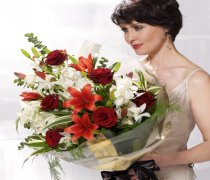 Large Dramatic Red Presentation Bouquet Code: P16052MS