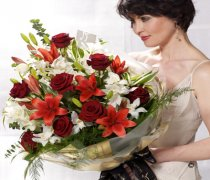 Extra Large Dramatic Red Presentation Bouquet Code: P16053MS